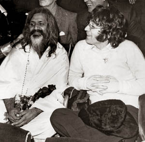 Hilton Hotel, London on the 24th of August 1967, from left to right : Maharishi, and John Lennon