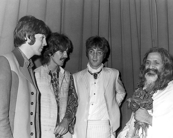 Hilton Hotel, London on the 24th of August 1967, from left to right : Paul McCartney, George Harrison, John Lennon and Maharishi