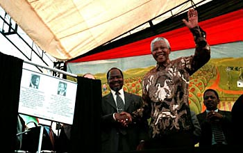 president-joaquim-chissano-of-mozambique-with-president-nelson-mandela-of-south-africa-in-1998.jpg